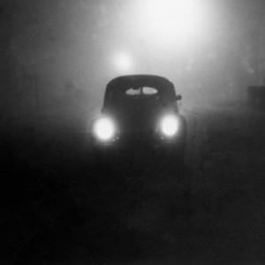 scheinwerfer_frontal_vw_käfer_bei nacht